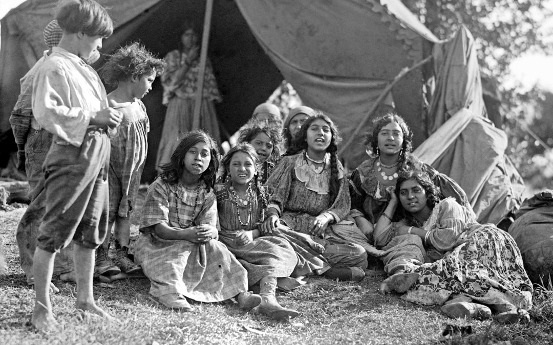 Gypsies children in 1922
