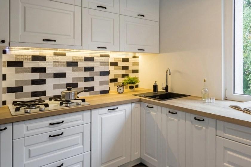 install a kitchen tile backsplash
