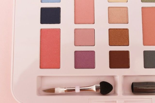 paleta de maquillaje barata