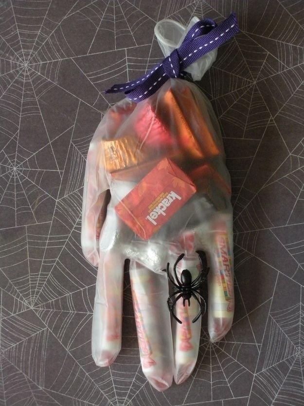 mano caramelos halloween