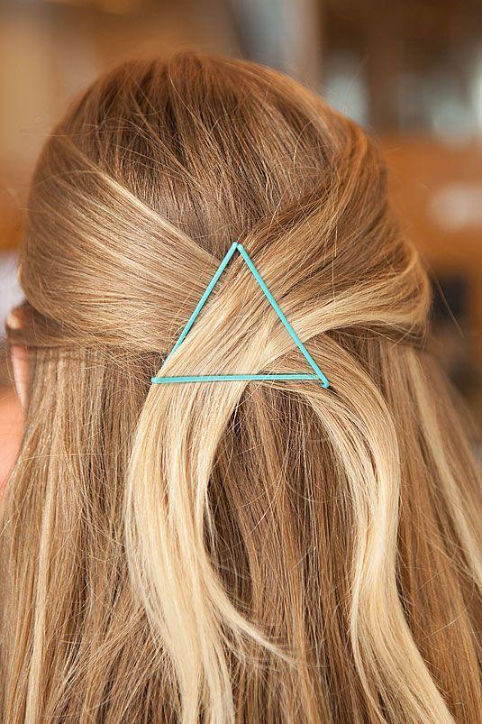 peinado con horquillas visibles