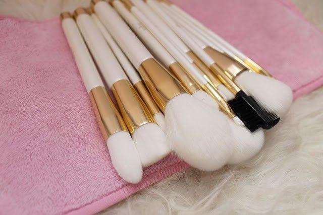 brochas de color blanco