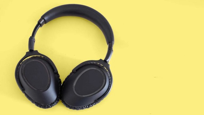 Best Noise-Cancelling Headphones 2021 | Keep the world at bay
