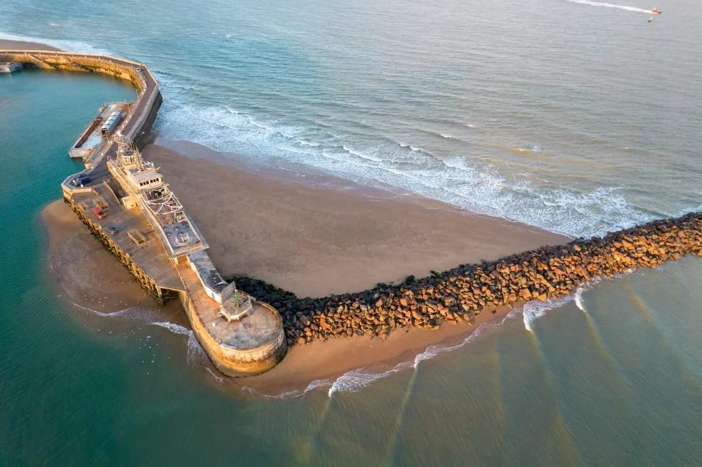 DJI Air 2S показывает море
