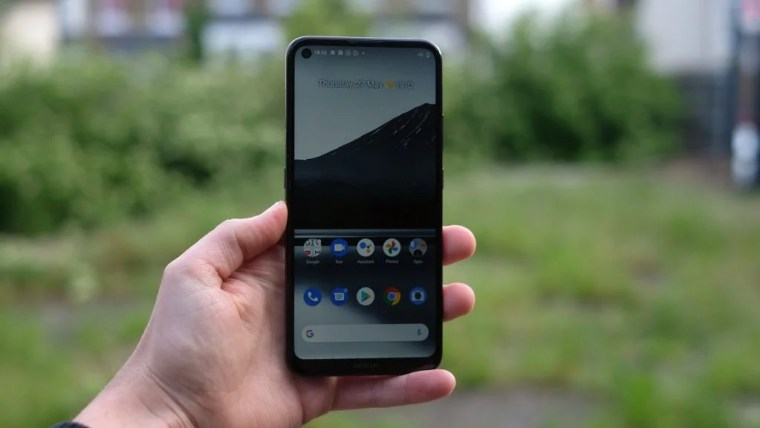 Using the Nokia 3.4 in hand