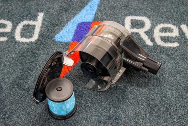 Beko PowerClean Cordless Vacuum Cleaner VRT94929VI emptying the bin and filter