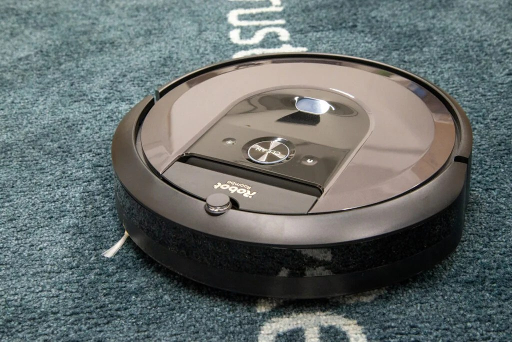 iRobot Roomba i7+ cleaning