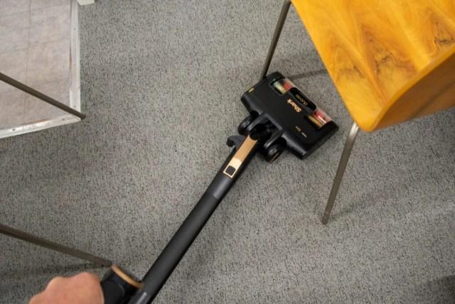 Shark Bagless Cylinder Vacuum Cleaner CZ500UKT flexology cleaning