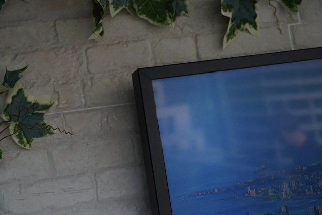 Samsung The Terrace bezel