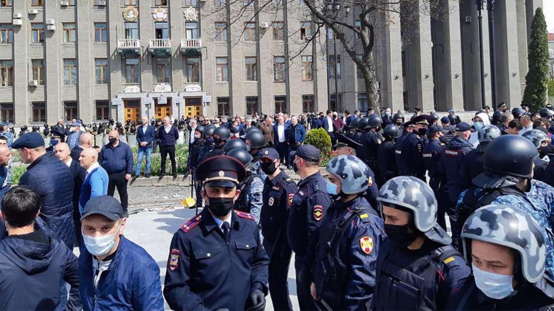 ¿Puedes averiguar quién es el policía encubierto si usan la máscara Ruskis?