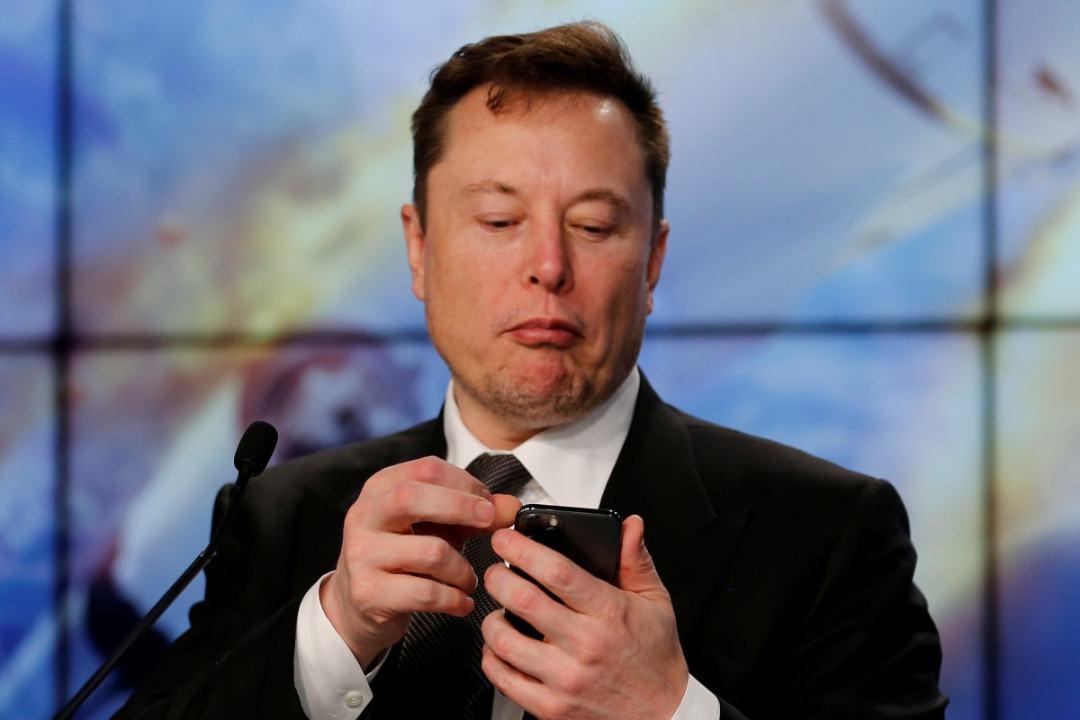 Musk tweeting