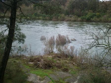 Rio Minho com forte corrente finais Fevereiro 2016