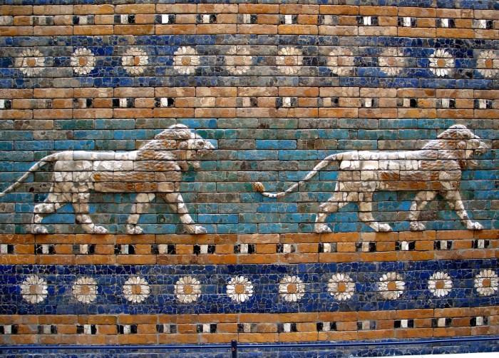 Berlín_-_Pergamon_-_Porta_d'Ishtar_-_Lleons