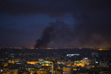 Smoke from an Israeli strike rises over Gaza City, July 25, 2014. (Photo: Wissam Nassar / The New York Times)