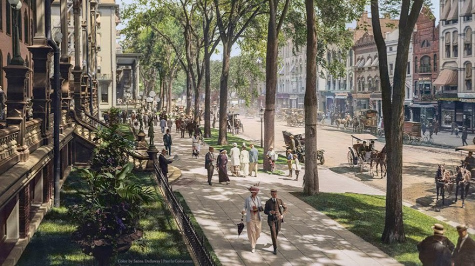 The road in front of the United States Hotel Saratoga Springs in New York, c. 1900-1915