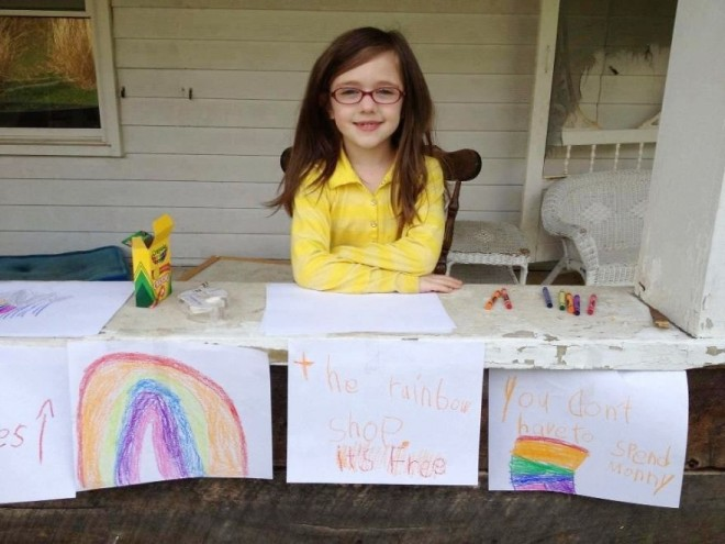 This girl paints rainbows and distributes them to passersby to elevate their mood.