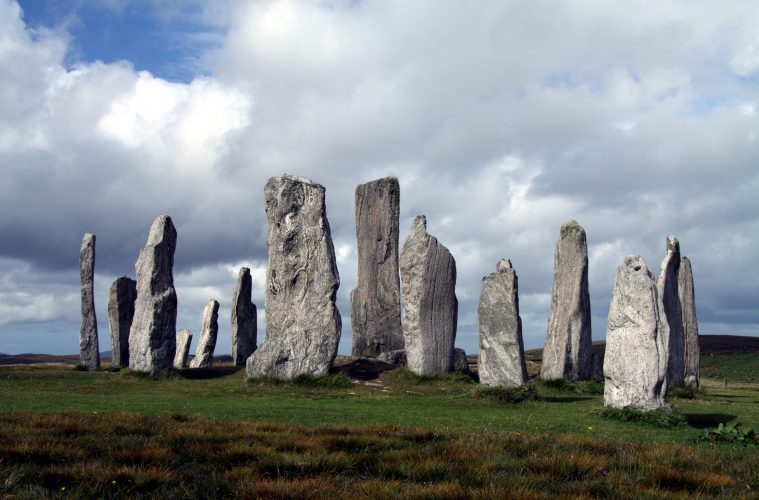 Scientists Demonstrate How These Ancient Stones Align With The Sun & Moon (500 Years Before Stonehenge).