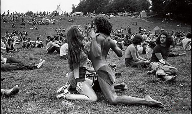These 25 Photos Show Just How Far Out The Hippies Really Were