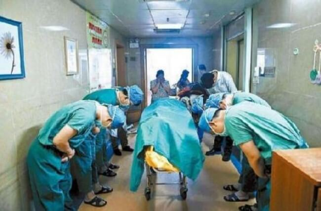 6. Chinese doctors bowing down to an 11-year-old boy with brain cancer who saved several lives by donating his organs.