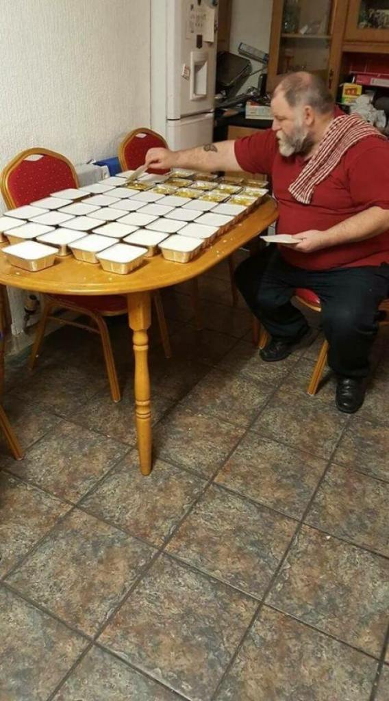 Brian the Retired Dublin Gentleman Spent His Evening Making 50 Tubs of Curry for the Homeless, Every Single Night. Living on a Pension and Paying for This Himself.
