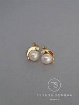 Geelgouden oorsieraden met zoetwaterparel en diamant