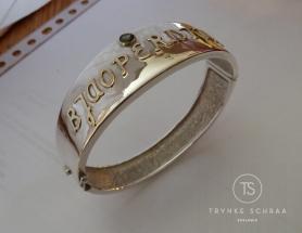 Zilveren armband met gouden letters