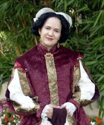 Trystan in 1580s gown