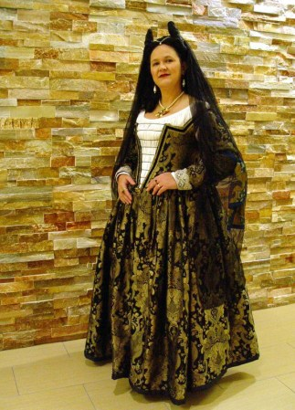 black & gold venetian courtesan gown, photo by Sandra Linehan