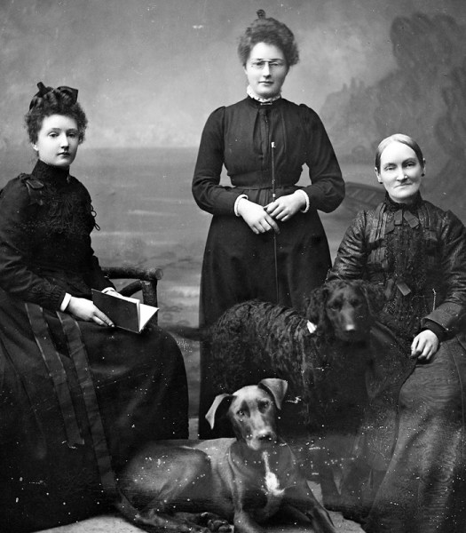 The Dobbyn Sisters, 1892, photograph with woman in center wearing glasses.