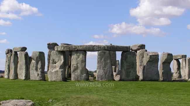 نصب ستونهنج الحجري احجار معلقة