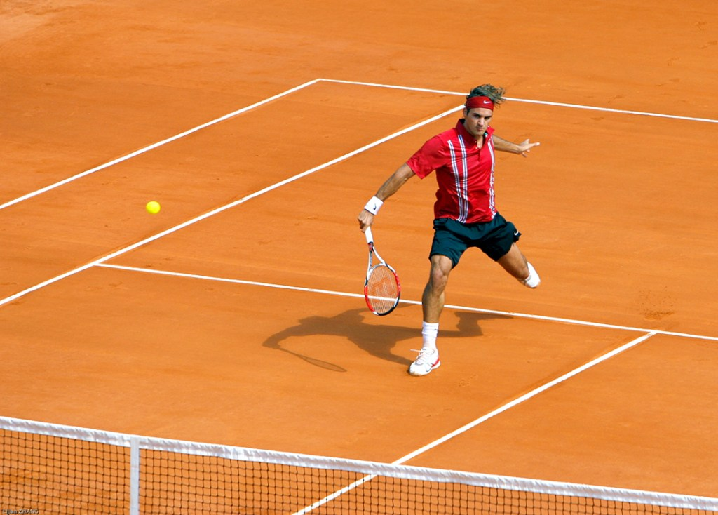 Roger Federer returns to clay court season