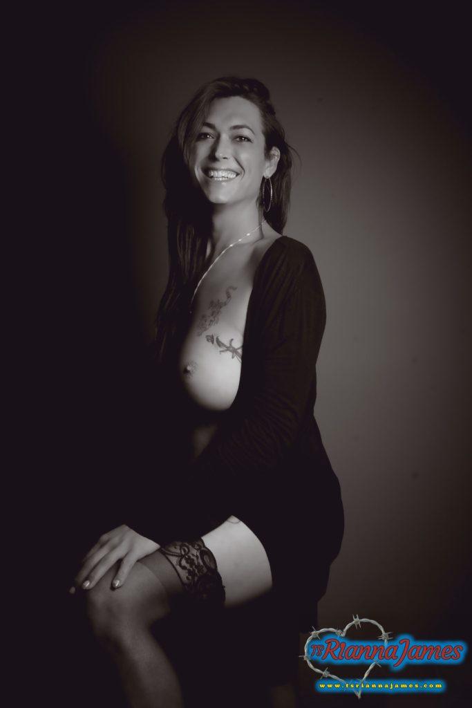 Rianna smile bw