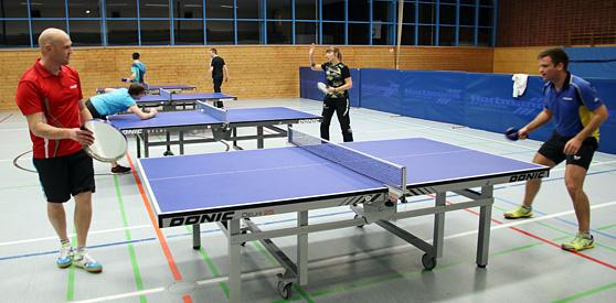 """Erstklassiges """"Nivea"""" beweisen im WM-Finale Thorsten Büchler (links) und Patric Seidt, der mit seinem Joola-Griff an der Dose nicht zu schlagen ist."""
