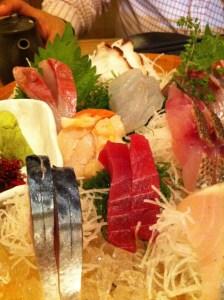 漁十八番 渋谷 刺身5点盛りを頼むと10点出てくる有り得ない店は店員さんのノリも最高だ!! [渋谷グルメ]
