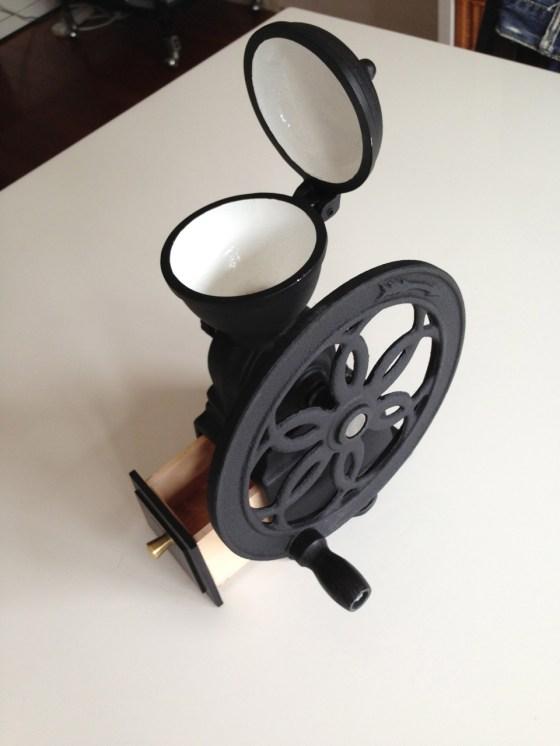 カリタ ダイヤミル ブラック — 手回しハンドル式コーヒーミルを購入!我が家のコーヒーが10倍美味しくなった!!
