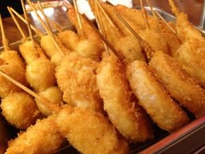 大阪・新世界で通天閣見上げて串カツ食べるコテコテな夜が楽しかった!