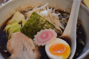 西麻布 五行 — 真っ黒スープの 名物 焦がし醤油ラーメンを食す♪