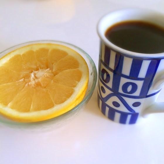 朝食抜きの半日断食 始めました!