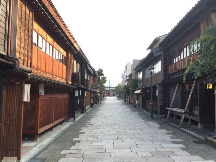にし茶屋街 の朝 — 金沢のもう一つの茶屋街 規模は小さいけどこちらも進化していたぞ!!