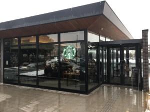 スターバックスコーヒー 富山環水公園店 — 「世界一美しいスタバ」は雪の朝も夜も本当に美しかった!! [2016年 冬 北陸旅行記 その16]