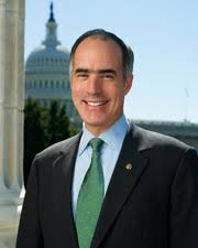 head shot of Bob Casey with rotunda in the background