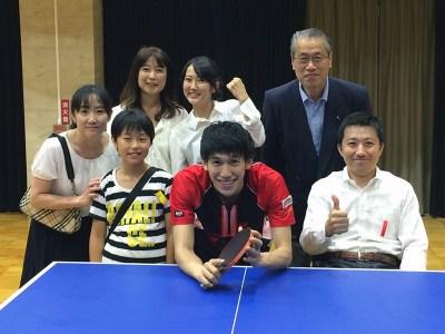 吉村選手を囲むT.T Laboファミリー
