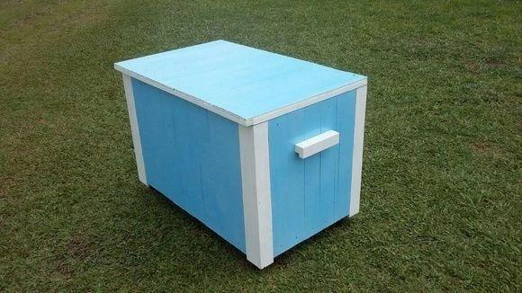 """Baú de palete por R$400,00 na <a href=""""http://www.elo7.com.br/bau-de-pallet-azul-claro-com-rodinhas/dp/50C40B"""" target=""""blank_"""">Carllos Criações</a>"""