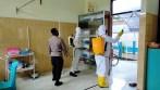 Brimob Maluku semprot disinfektan di RS. Langgur
