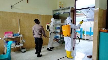 Bromob Maluku semprot disinfektan di RS. Langgur