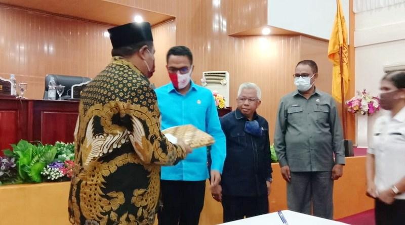 Walikota Tual serahkan Laporan Pertanggungjawaban APBD Kota Tual tahun 2019