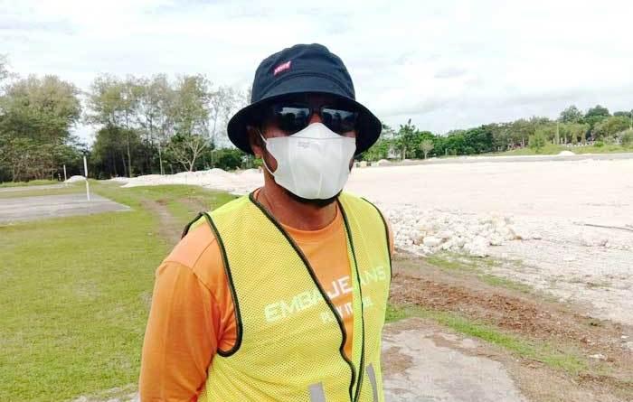 Ketua-DPRD-Kota-Tual-ketika-melakukan-pengawasan-di-Lapangan-Gotong-Royong
