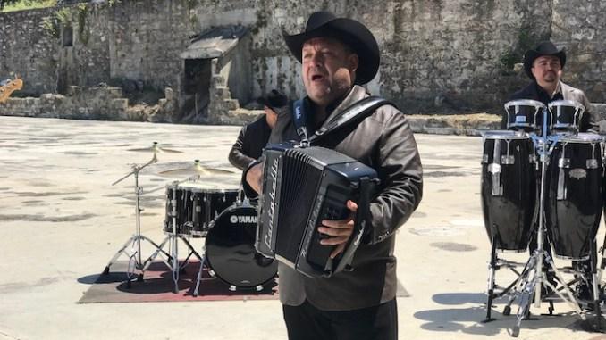 """PESADO GRABA VIDEO DE SU NUEVO ÉXITO """"HABLA EL PASADO"""""""