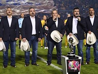 El Grupo Pesado fue el encargado de entonar el Himno Nacional Mexicano en la final de futbol Mexicano.
