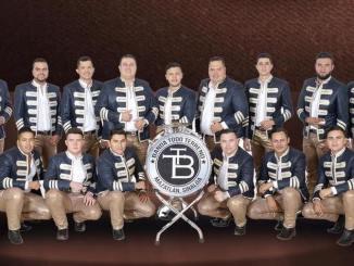 Los amigos de Banda Todo Terreno, una agrupación originaria de Mazatlán Sinaloa, integrada por músicos con muchas ganas de triunfar están celebrando su quinto aniversario .